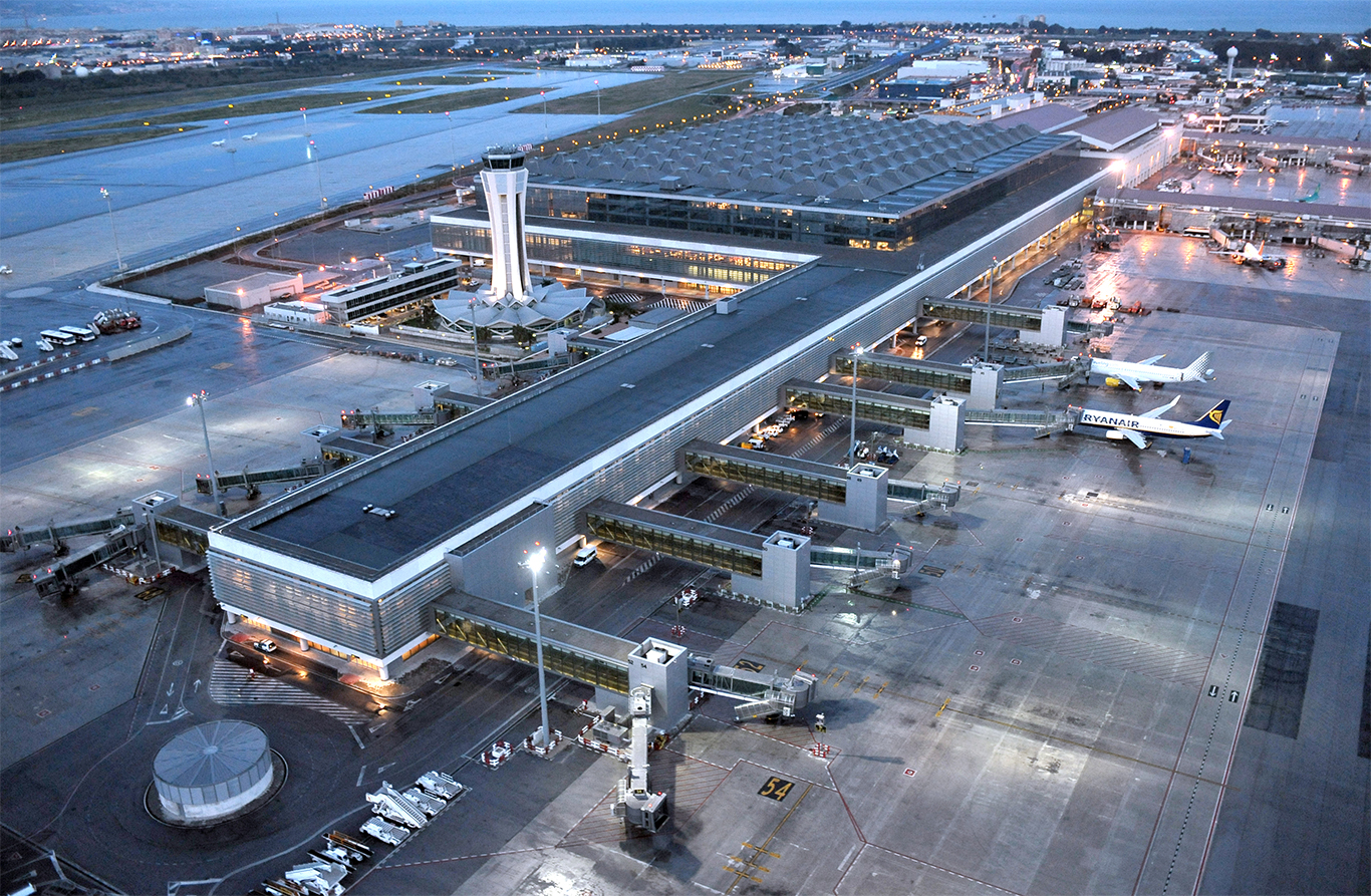 The airport handled 12.9% more flights in Q1